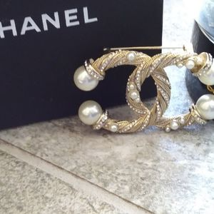 Chanel Authentic Twirl Brooch
